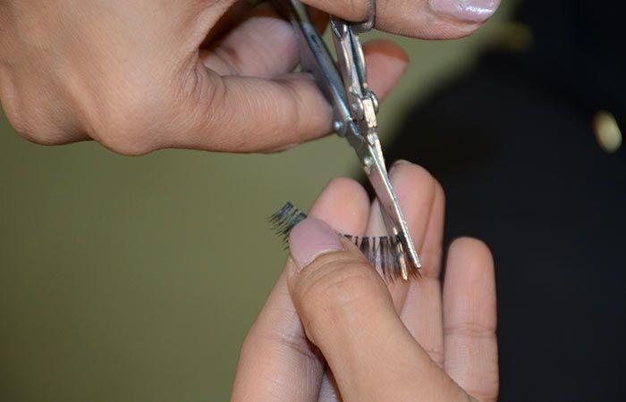 Обрезаем лишнюю часть ресниц