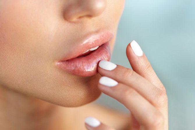 очень сильно обветрились губы что делать