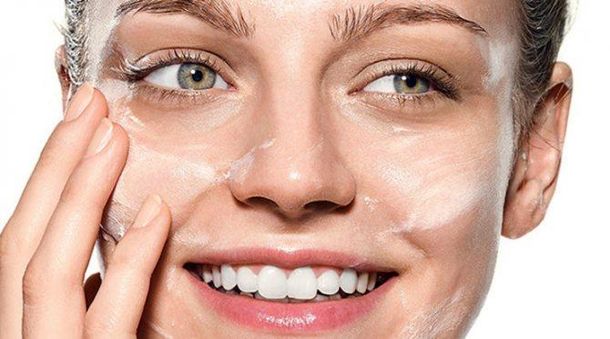 Очищение лица - важный момент в подготовке лица к макияжу