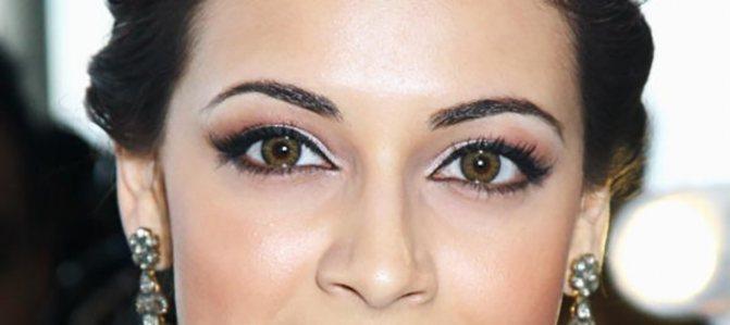 Округлые глаза с грамотным макияжем обладают высокой привлекательностью