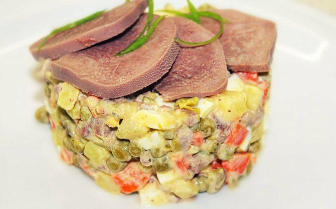Оливье с говяжьим языком и картофелем из духовки: рецепт с фото.