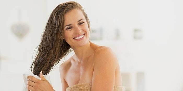 Ополаскивание волос уксусным раствором