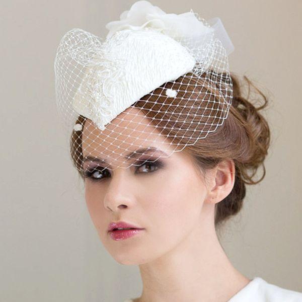 оригинальная шляпка на бракосочетание