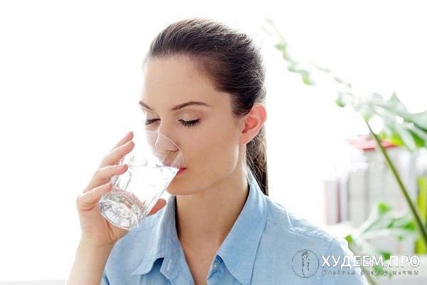 Ощутив легкий голод, выпейте стакан воды