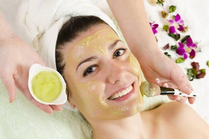 Осветляющая маска из липы не сможет избавить кожу от веснушек после одного применения, поэтому, необходимо сделать курс таких процедур