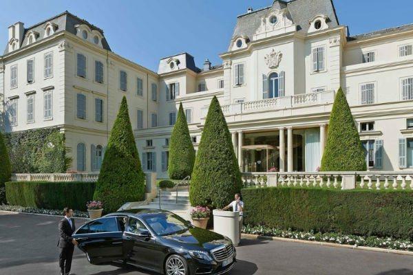 Отель Du Cap-Eden-Roc пользуется огромной популярностью среди олигархов
