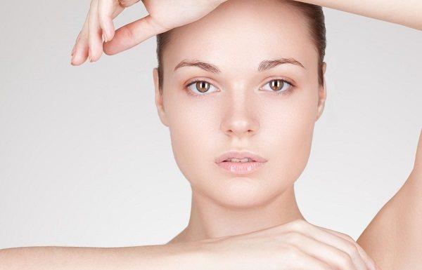 Овальная форма лица требует минимального корректирующего макияжа