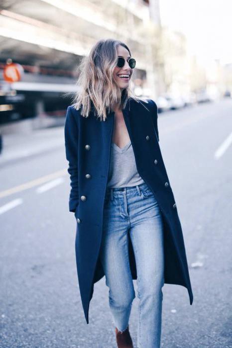 пальто джинсы и туфли
