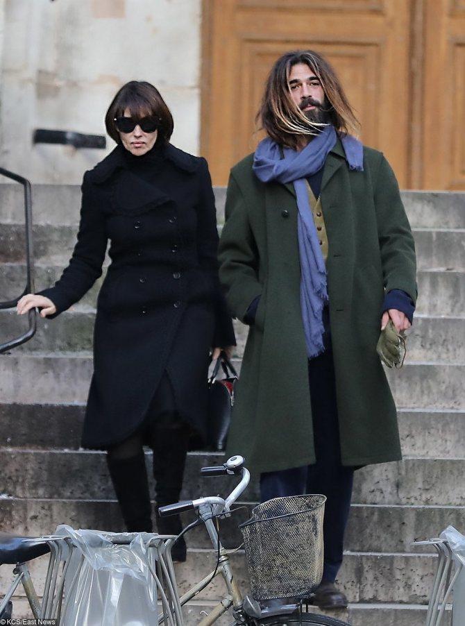 Папарацци снова сфотографировали пару на улицах Парижа. Врзможно, это любовь? Фото: EAST NEWS