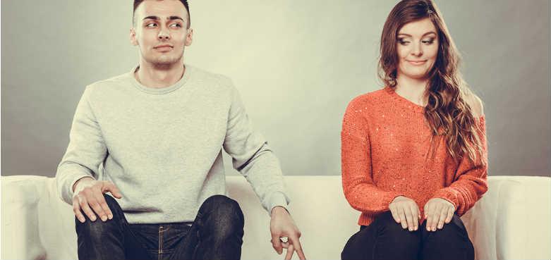 Парень не признается в любви, делать ли это первой?