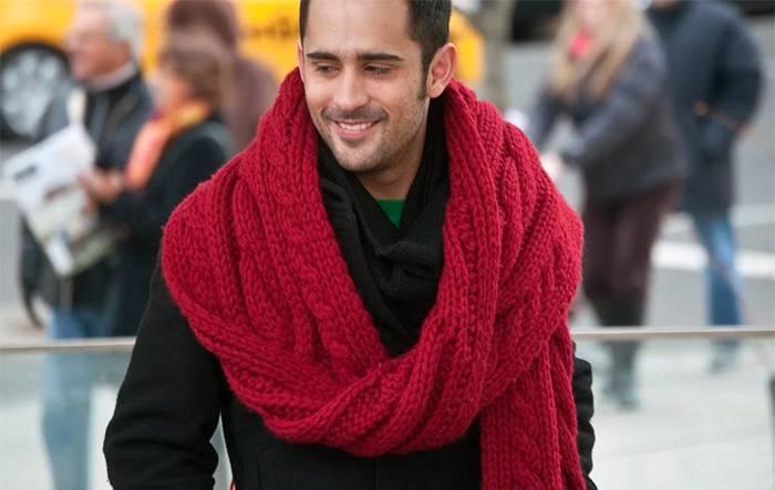 Парень в шарфе