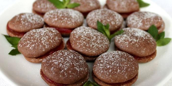 Печенье с какао и джемом