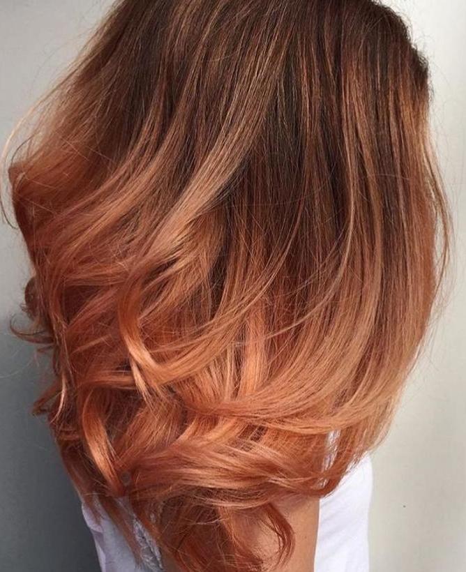 персиковое омбре на темных волосах