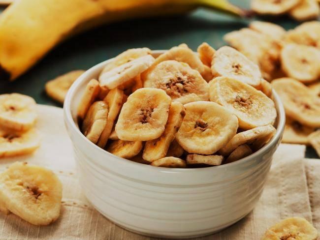 пиала с банановыми чипсами