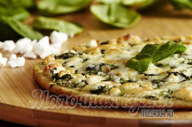 Пицца с адыгейским сыром