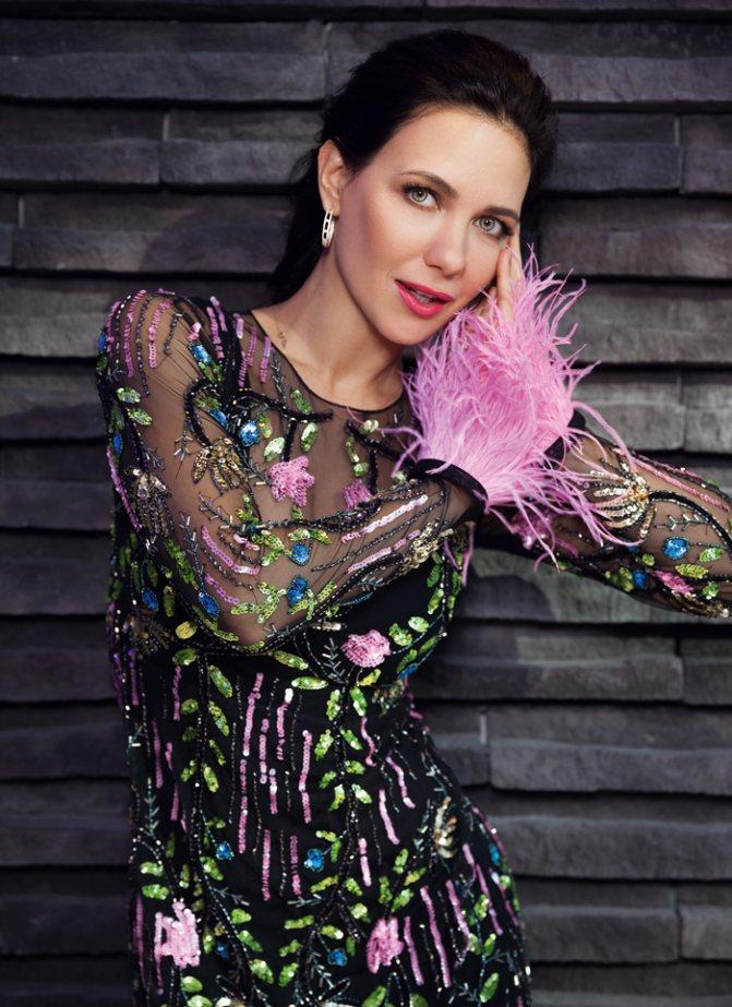 Платье, Alla Couture; украшения, VALTERA