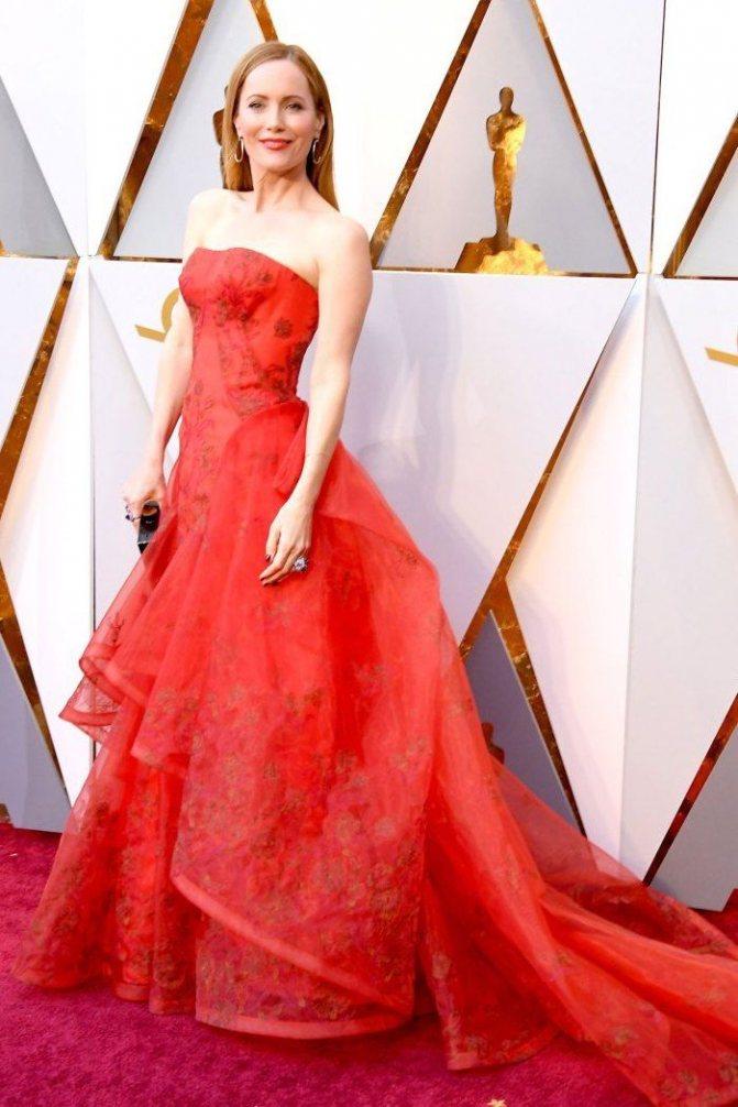 Платье Лесли Манн на красной дорожке Оскар-2018