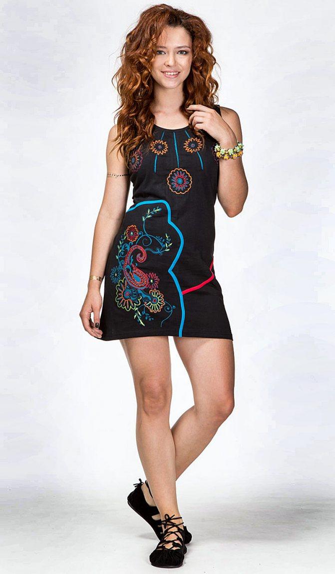 Платье с этно-вышивкой