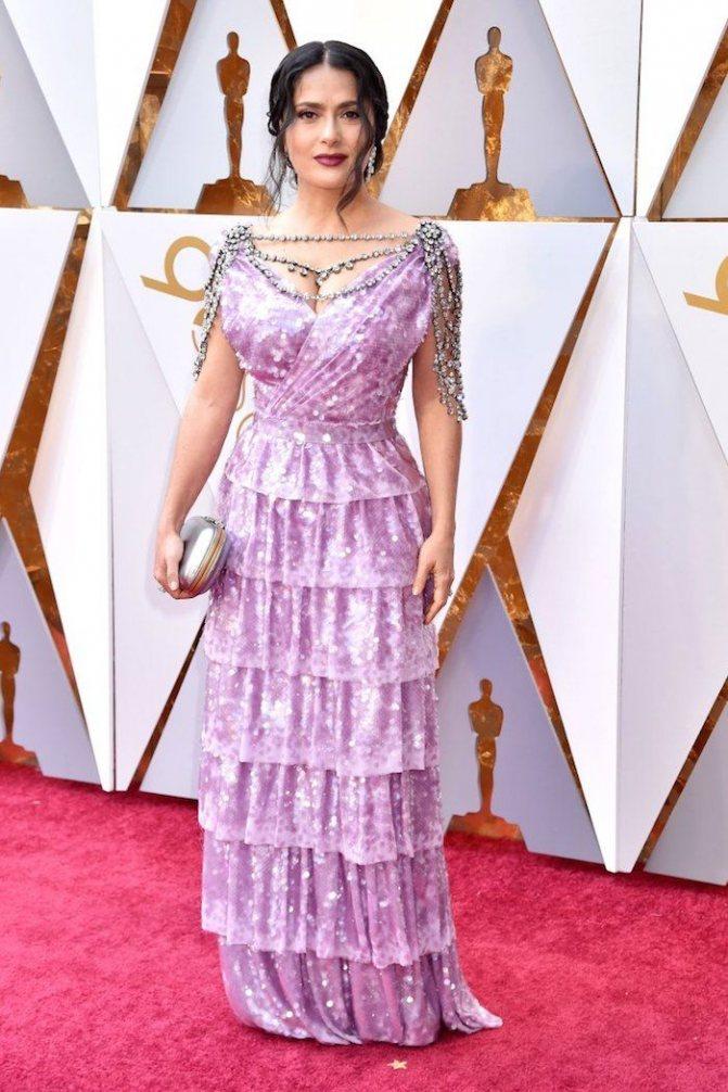 Платье Сальмы Хайек на красной дорожке Оскар-2018