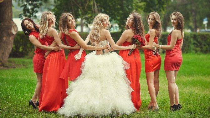 Платья для подружек в одной цветовой гамме
