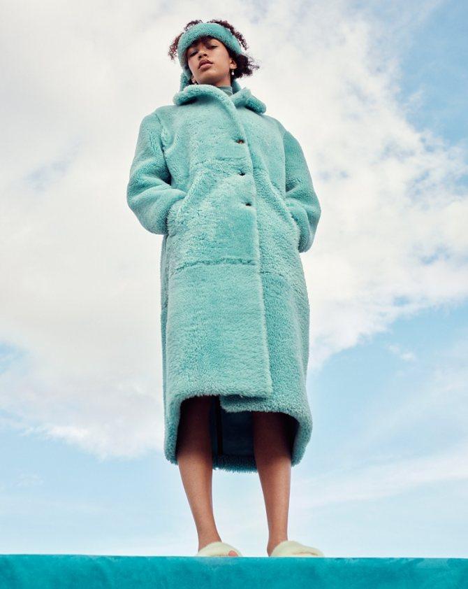 Плюшевый мишка: пушистые пальто и жакеты из цветного искусственного меха - галерея №1 - фото №2