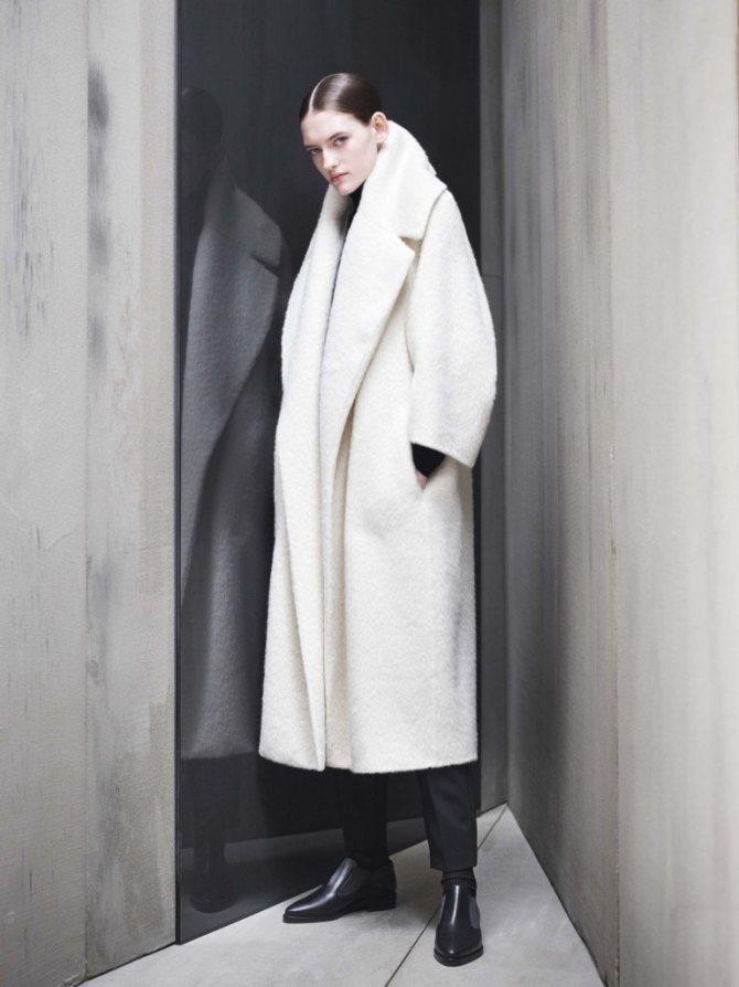 Плюшевый мишка: пушистые пальто и жакеты из цветного искусственного меха - галерея №1 - фото №6