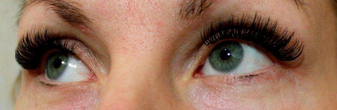 По отзывам, наращивание может вызвать аллергию, выпадение натуральных волосков