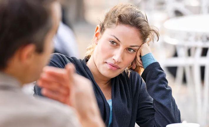 Почему мужчина начинает метаться между женщинами?