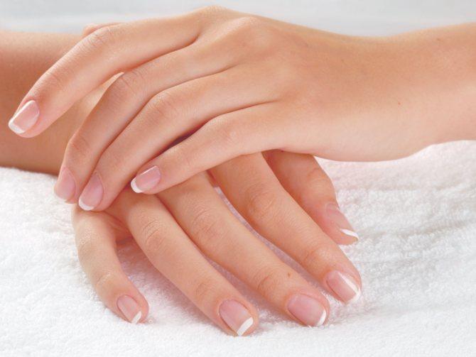 Почему шелушатся ногти на руках