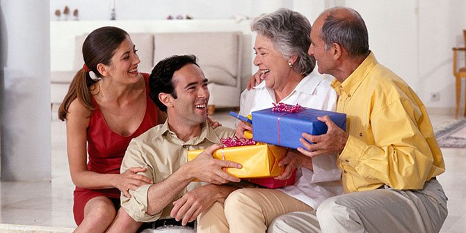 подарок родителям парня или мужа на Новый год