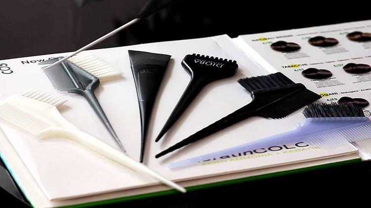 Подготовьте все необходимое для окрашивания волос.