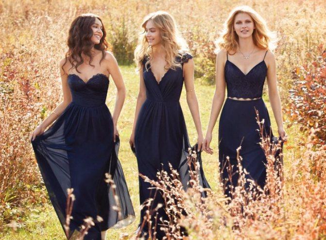 Подружки невесты в похожих платьях