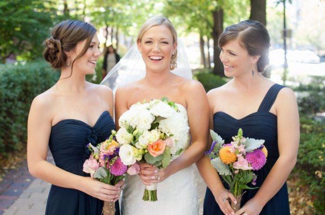 Подружки невесты в синем