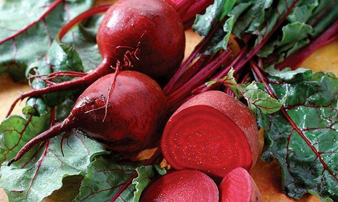 Польза от свекольного салата будет выше, если не сочетать его с маслом и жирными заправками