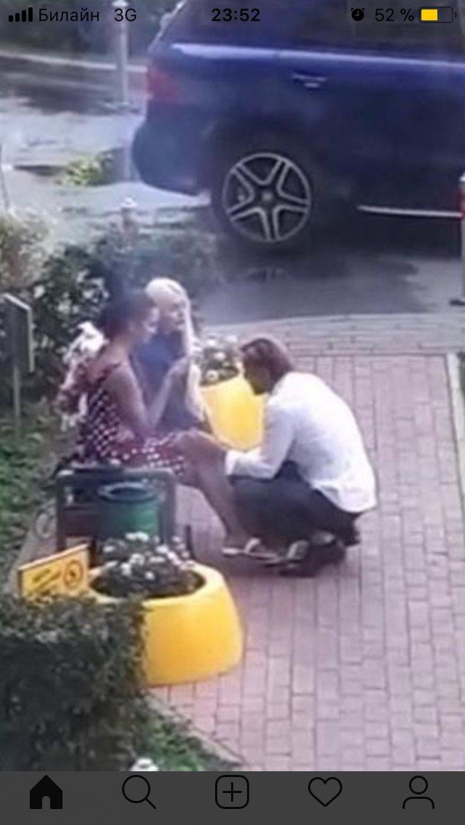 Пользователи социальный сетей предполагают, что на фото Денис Лебедев с Ольгой Бузовой и ее подругой. Фото: СОЦСЕТИ