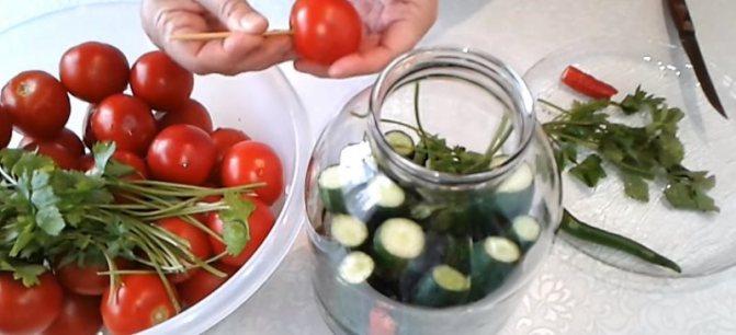 помидоры протыкаем палочкой