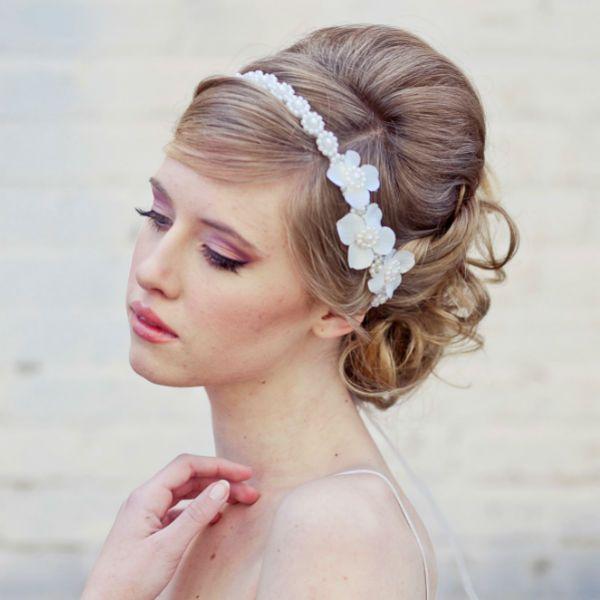 Популярные варианты причесок с повязкой для коротких, средних и длинных волос