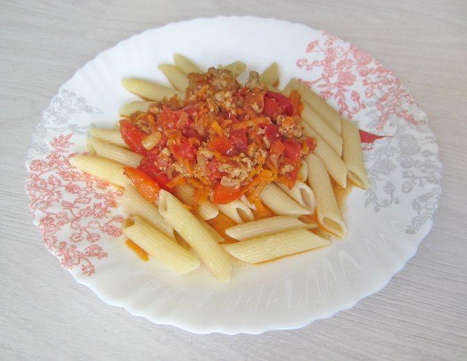 порция фарша с помидорами