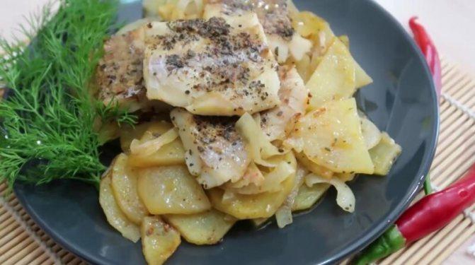 Пошаговый рецепт запеченной рыбы минтай в духовке в майонезе с морковью и луком