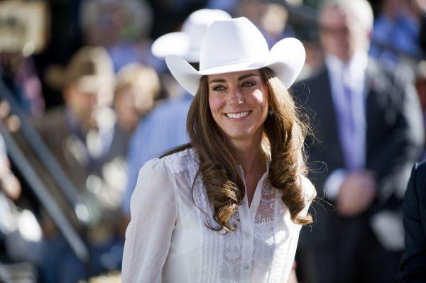 После окончания колледжа Кейт провела год заграницей: в Италии, где она училась во Флорентийском Британском институте, и в Чили, где участвовала в программе благотворительной организации Raleigh International.