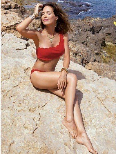 После последних родов звезда быстро вернулась в форму, о чем свидетельствовали ее фото из отпуска в Испании