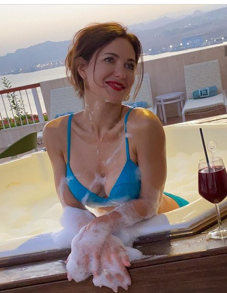 После третьего развода Екатерина Климова только увеличила число откровенных фотосессий