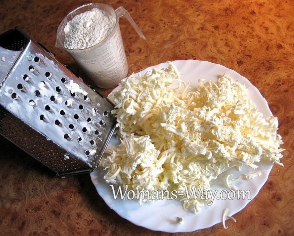 Потертый маргарин для приготовления теста после терки