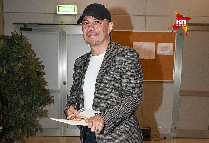 Поздравить Валерию с 50-летием пришел боксер Костя Цзю. Фото: Михаил ФРОЛОВ