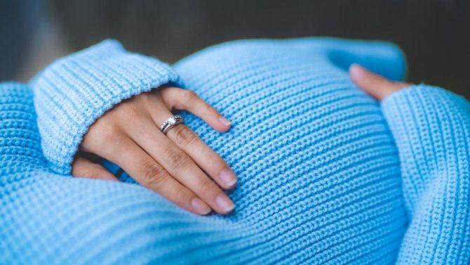 позы для сна во время беременности на боку