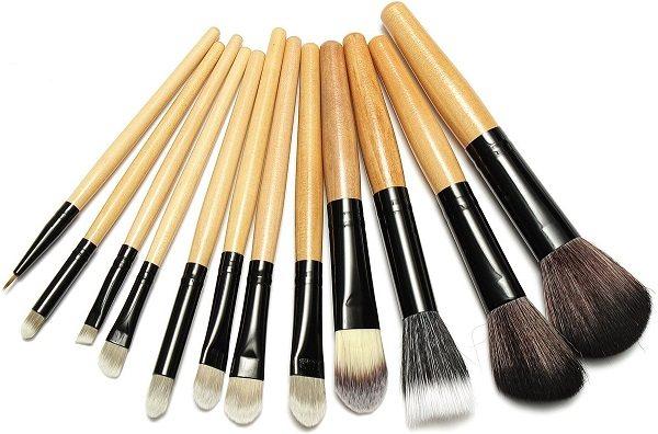 Правильно подобранные инструменты облегчат нанесение макияжа