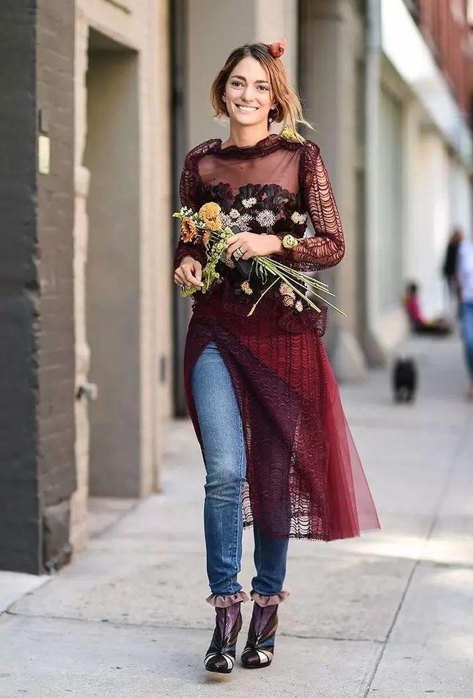 Праздничный вариант: платье джинсы