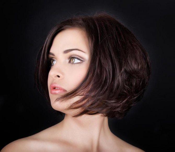 Преимущества и недостатки стрижки боб на средние волосы