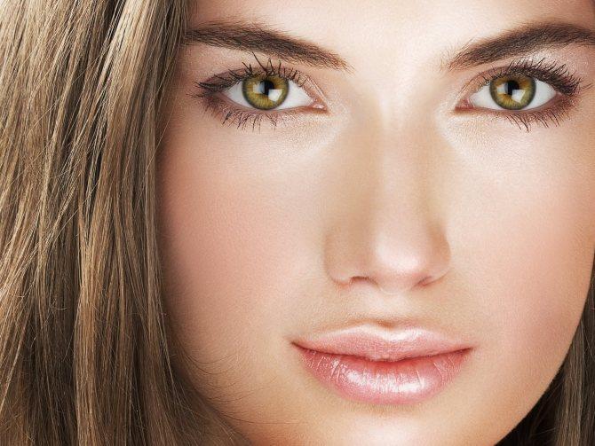 При создании макияжа визажисты рекомендуют придерживаться натуральности и естественности