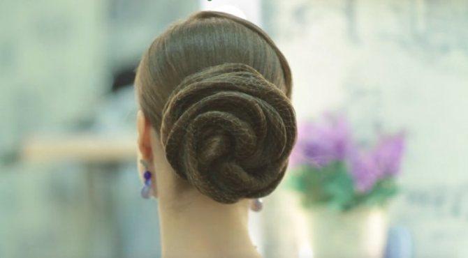 Прическа на длинных волосах